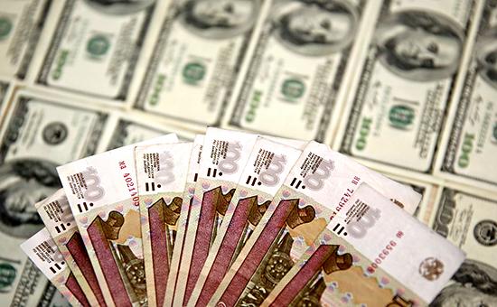 Официальный курс доллара впервые в истории поднялся выше 72 руб.