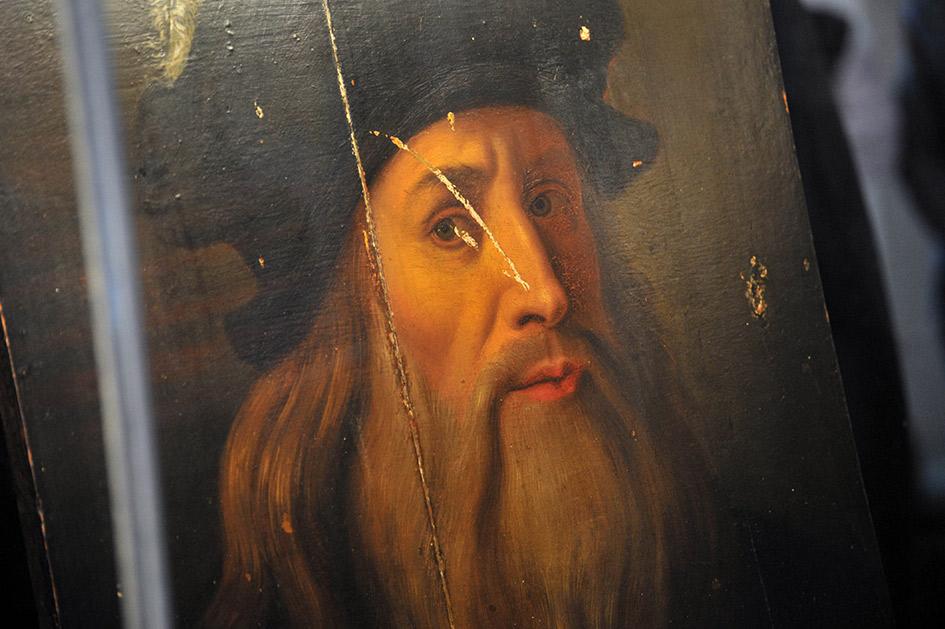 Изображение, которое предположительно является ранее неизвестным автопортретом Леонардо да Винчи. Полотно обнаружено в декабре 2008 года в одной из частных коллекций Южной Италии историком Никола Барбателли