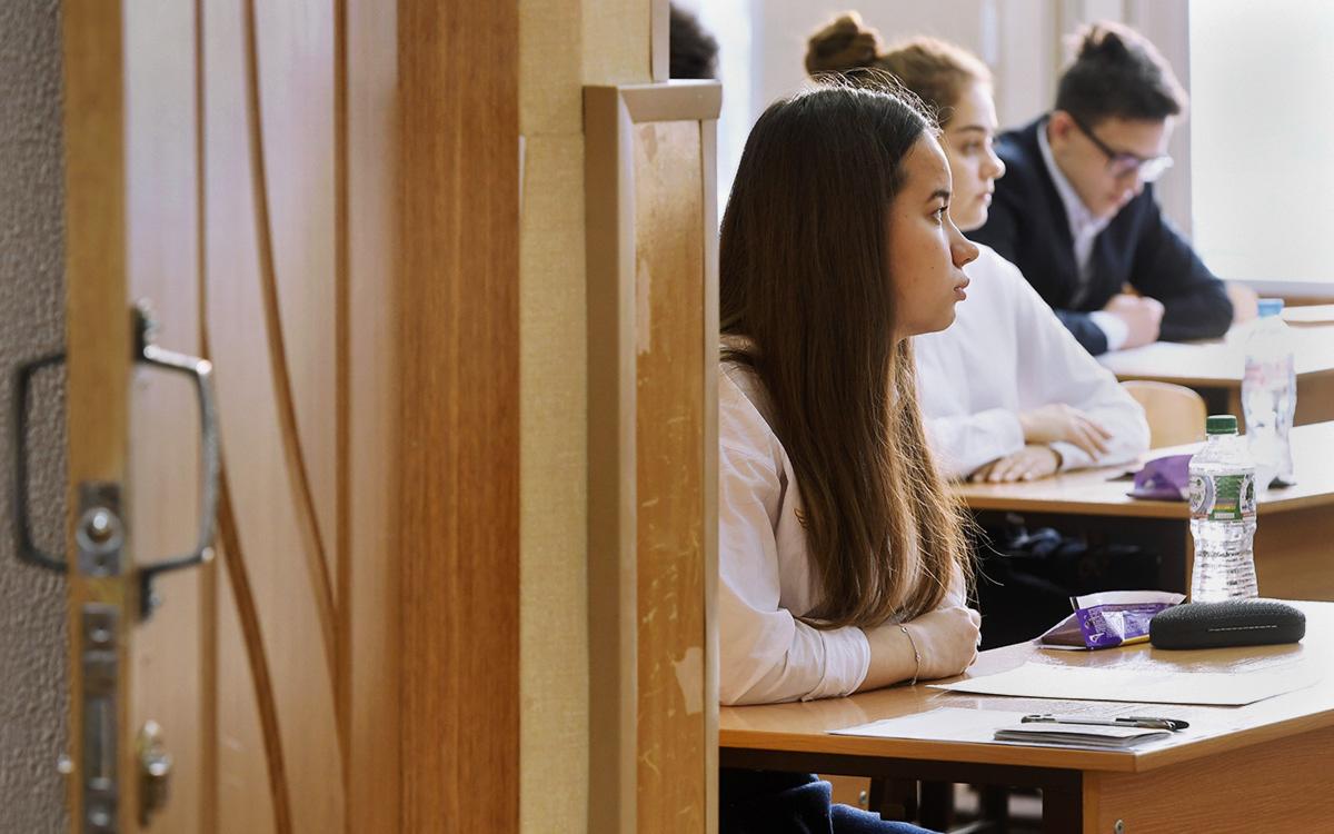 Кравцов выразил надежду на очное начало учебного года в школах