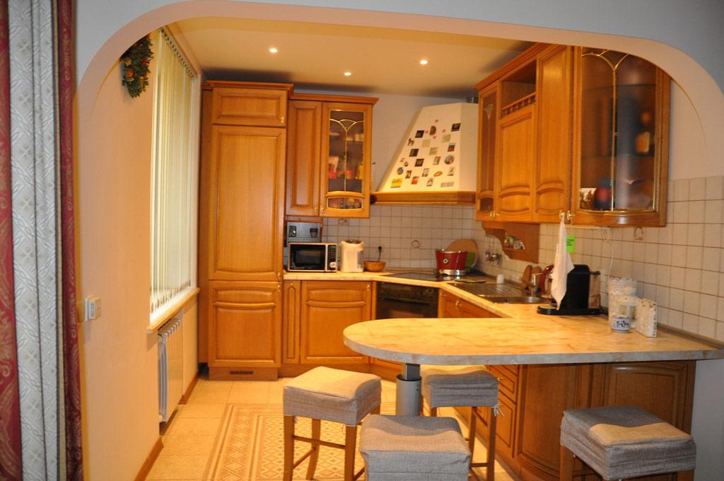 Площадь кухни— 12кв. м—вдвое превышает стандартный дляхрущевок метраж таких помещений