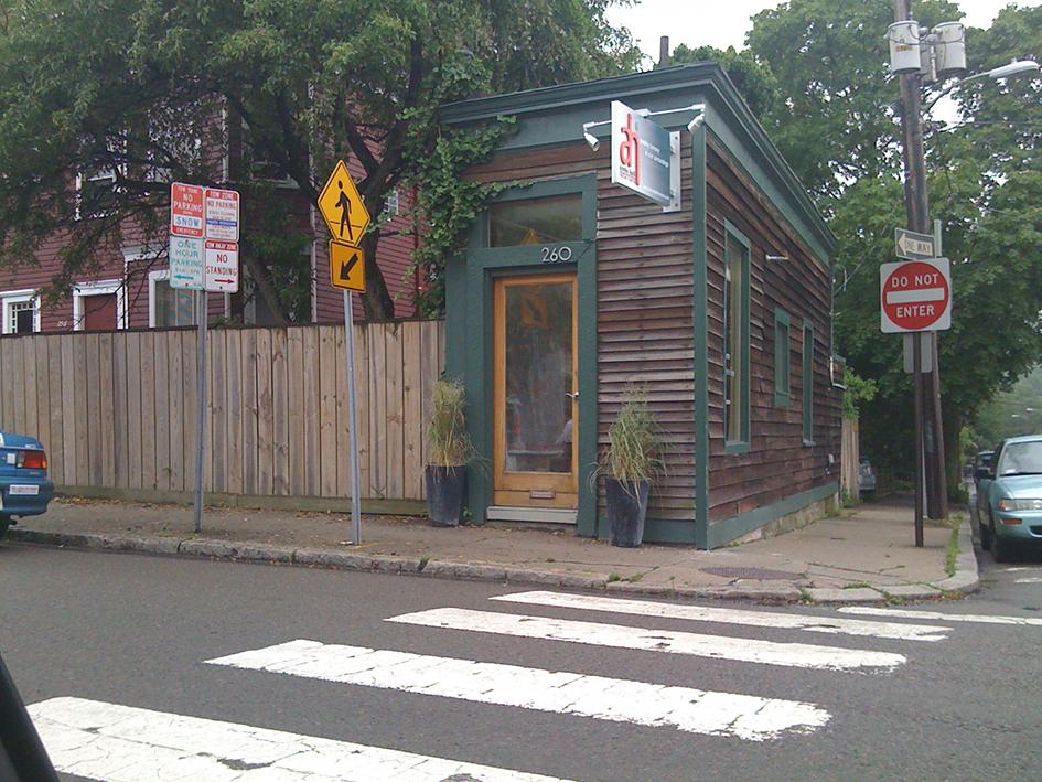Фрэнсис О'Рейли построил дом площадью 28 кв. м, чтобы отомстить соседу — тот отказался покупать его участок