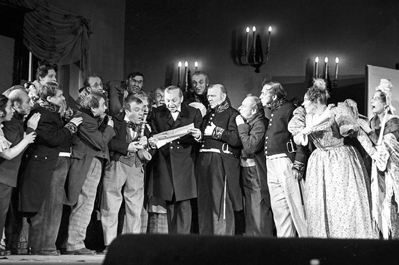 Сцена изспектакля «Ревизор»Н.В. Гоголя