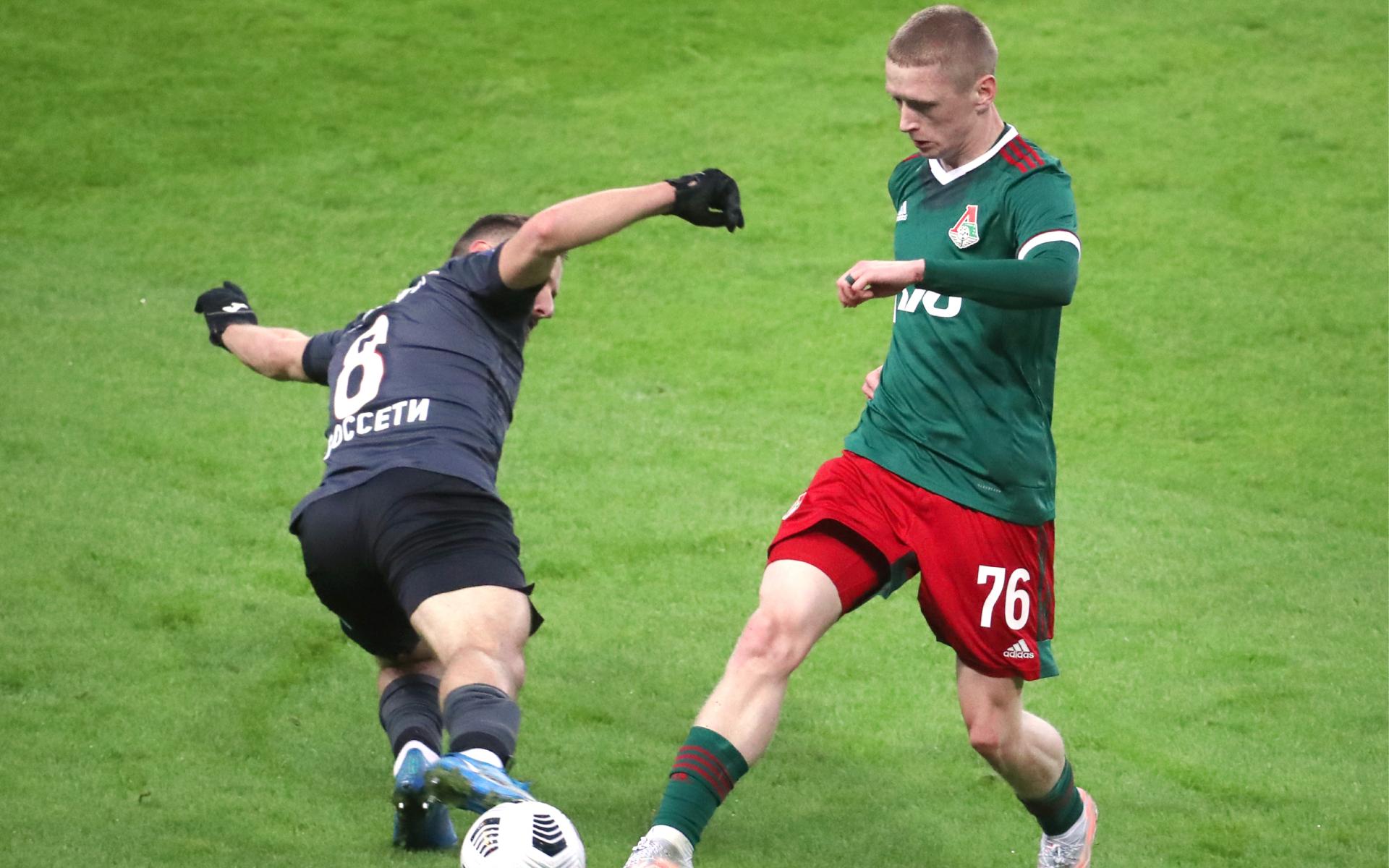 Максим Мухин (справа)