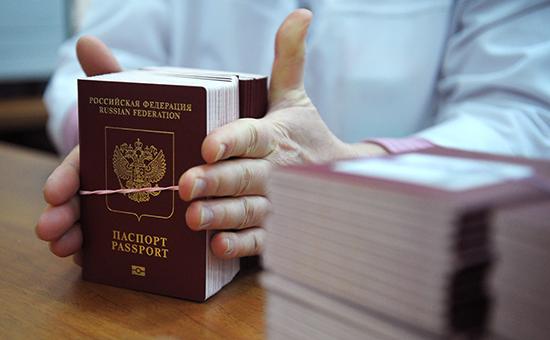 Россиянам могут разрешить иметь два загранпаспорта