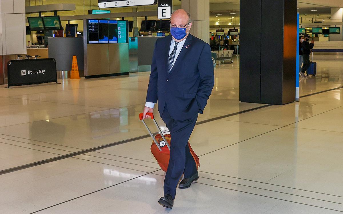 Посол Франции в Австралии Жан-Пьер Тибо в аэропорту Сиднея (Австралия)