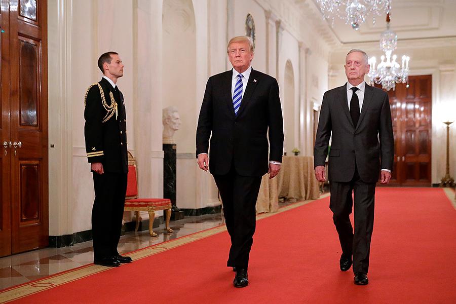 Дональд Трамп и Джеймс Мэттис (слева направо)