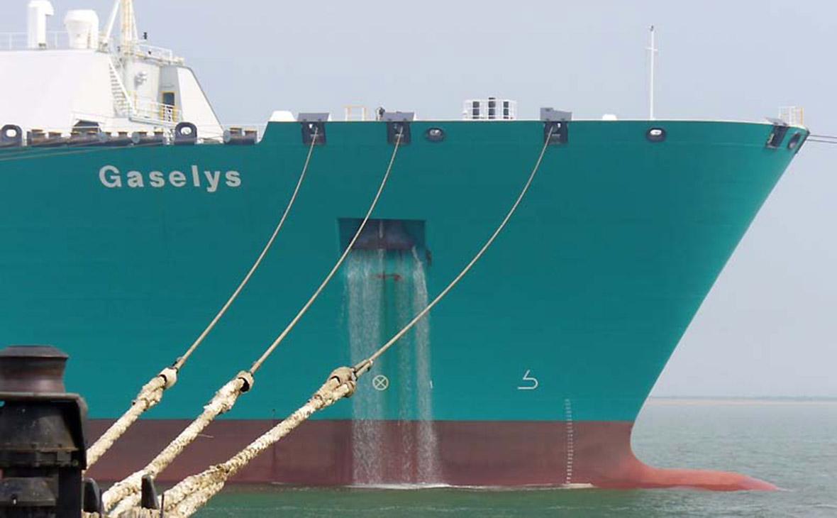 Первый танкер с газом из России для США развернулся посреди Атлантики