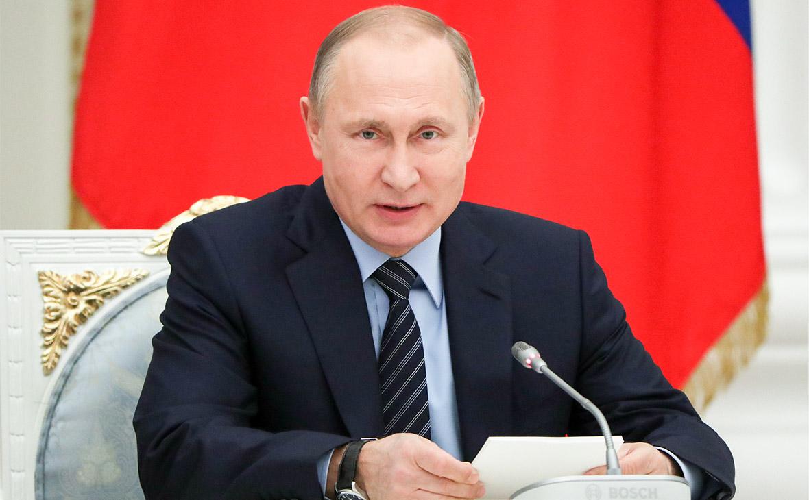 Владимир Путин во время встречи с представителями российских деловых кругов и объединений в Кремле