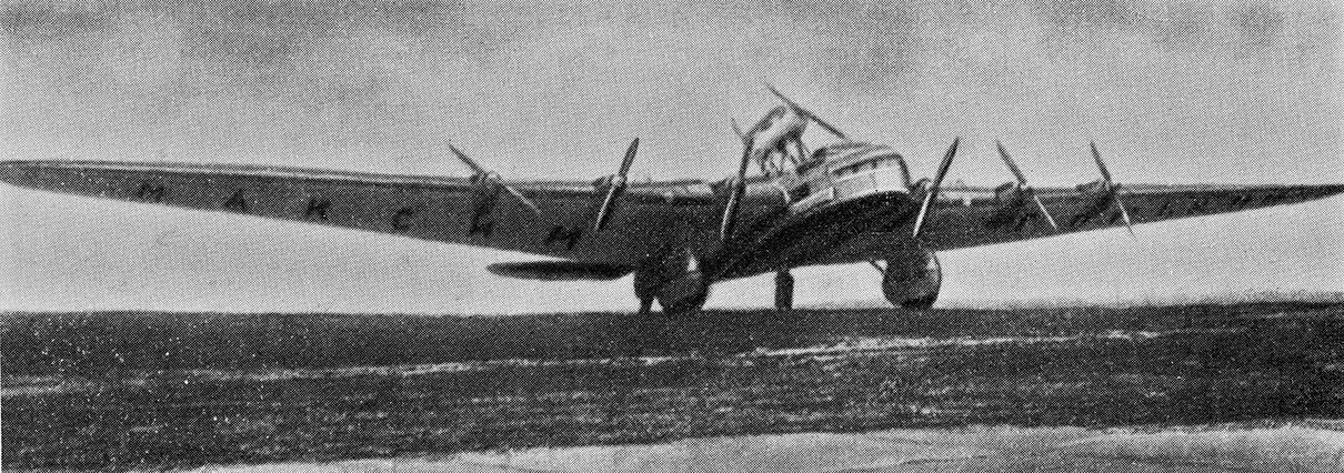 Восьмимоторный самолет АНТ-20 «Максим Горький», построенный в единственном экземпляре в 1934 году. Главный конструктор— А. Н. Туполев