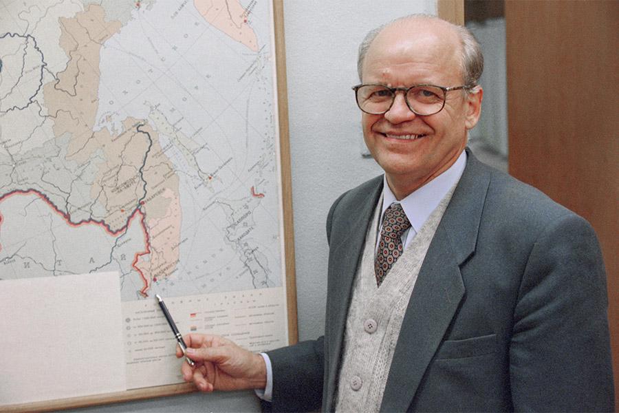 Мэр Владивостока Виктор Черепков. 1996 год