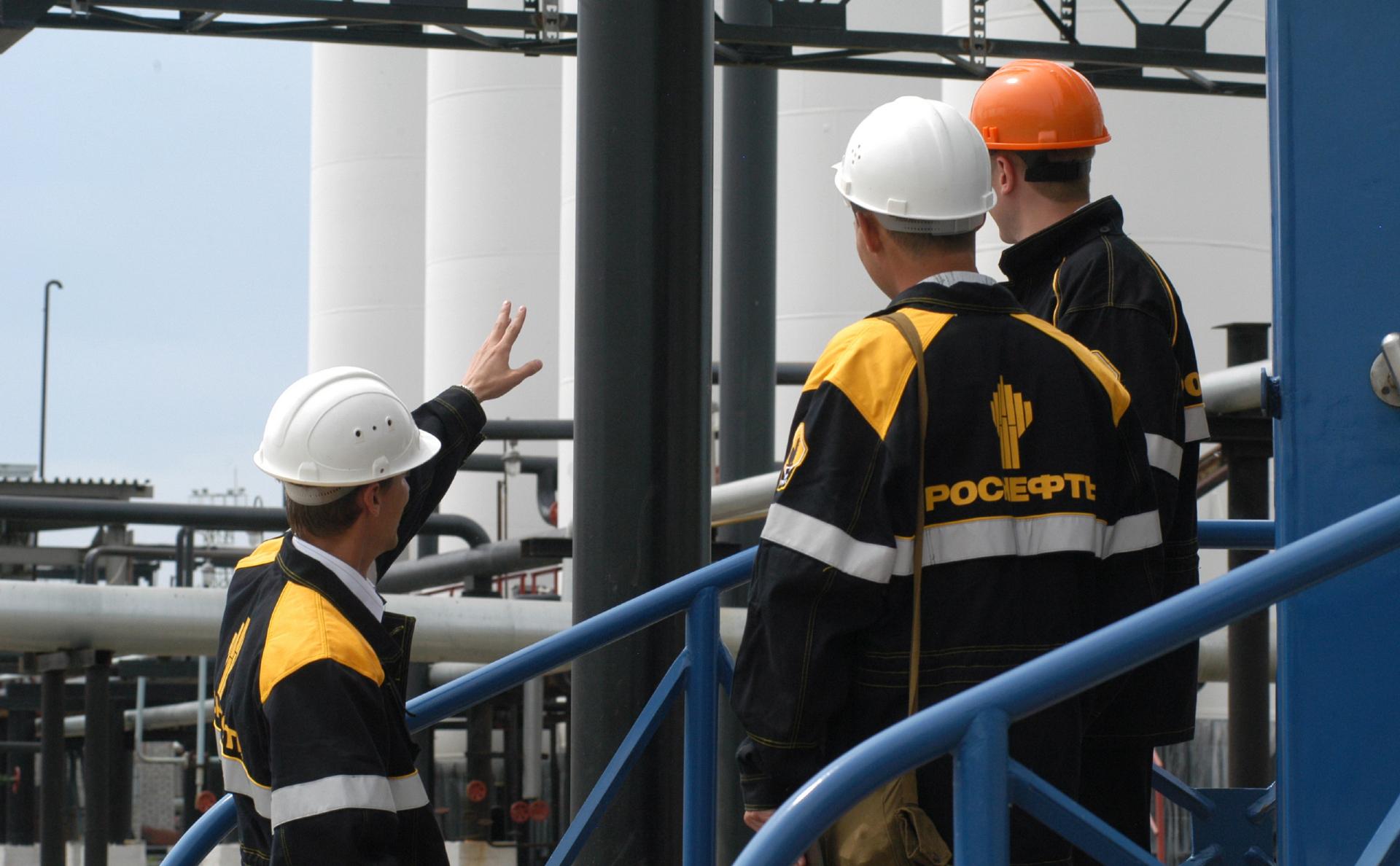 Владельцы заправок в Приморье пожаловались в ФАС на завод Роснефти