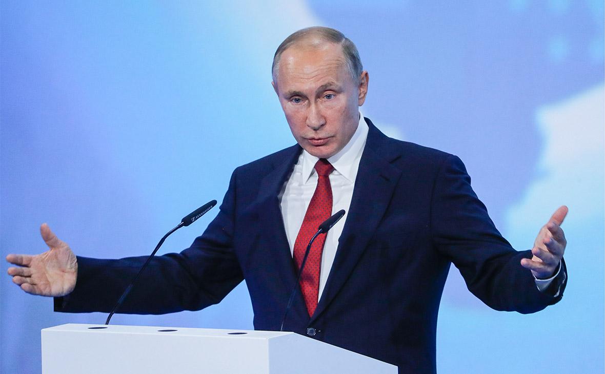 Владимир Путин во время выступления на открытом уроке «Россия, устремленная в будущее»