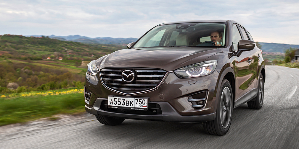 Mazda CX-5 (15 790)  Когда-то лидером продаж Mazda были «тройка» и «шестерка», но сейчас расклад сил кардинально изменился. Самой успешной моделью японской компании по итогам 2016 г. стал кроссовер CX-5, который уже в этом году сменит поколение.