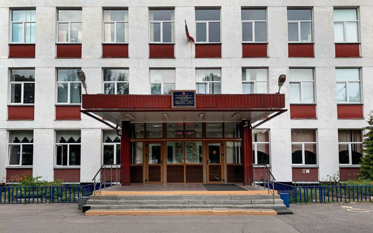 Мужчина устроил стрельбу возле школы в Москве