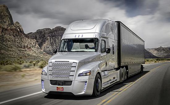 США, Грузовик Freightliner Inspiration на шоссе общего пользования