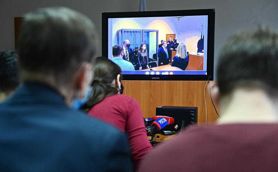 Трансляция из зала Подольского городского суда, где должны огласить приговор Александру Шестуну