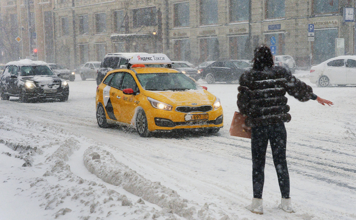 «Яндекс» попросил мэрию вакцинировать таксистов без гражданства России
