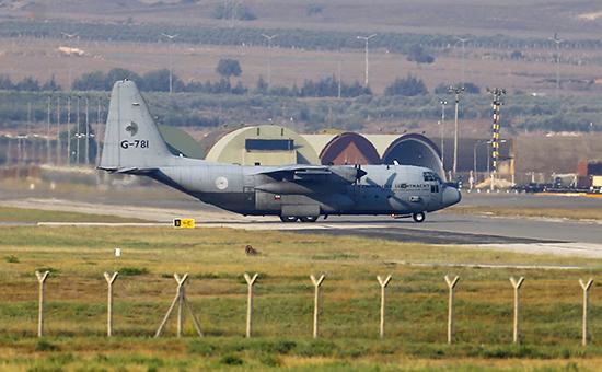 Американский военно-транспортный самолет C-130. Архивное фото