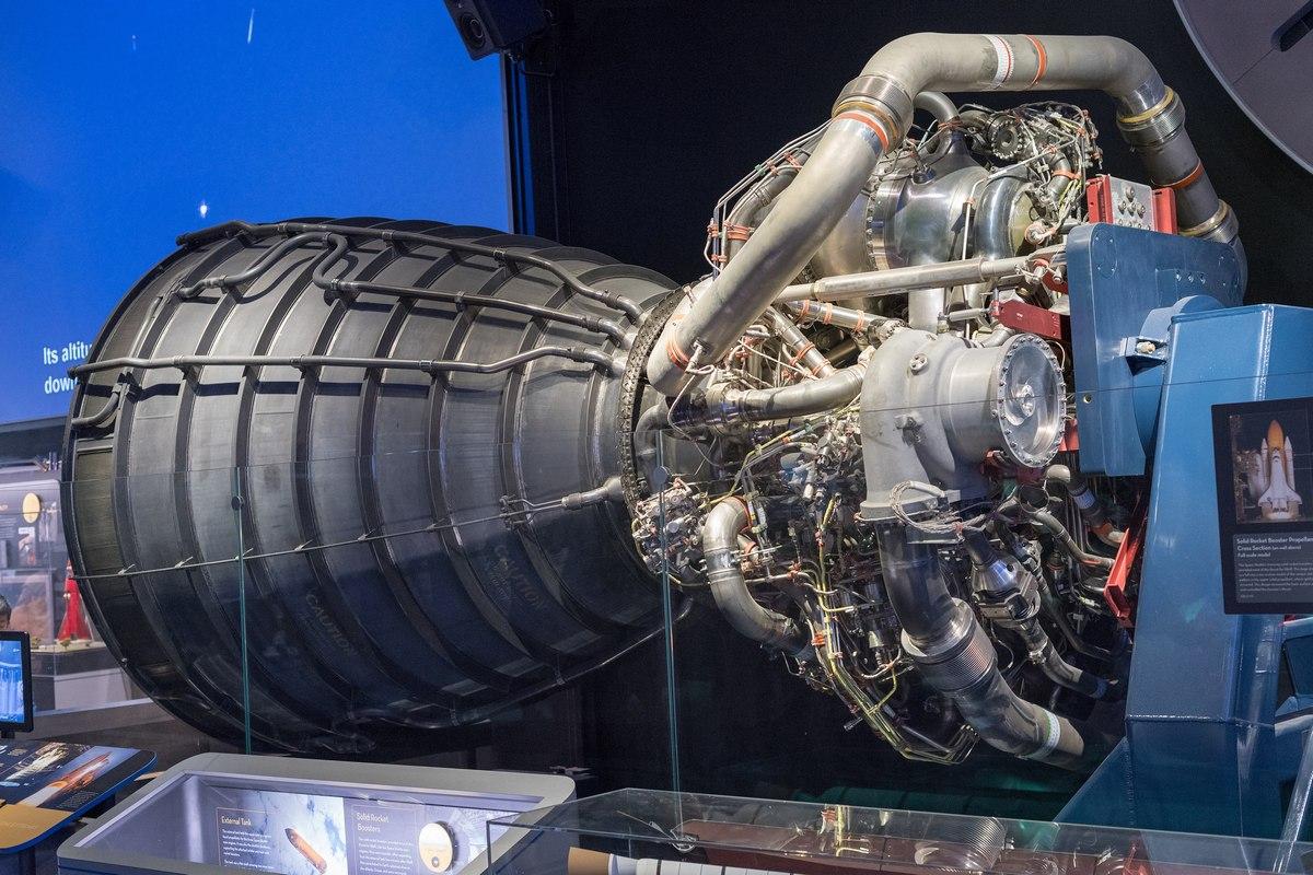Двигатель Aerojet Rocketdyne RS-25. Он применялся на «Спейс шаттлах» и будет использоваться на ракетах SLS