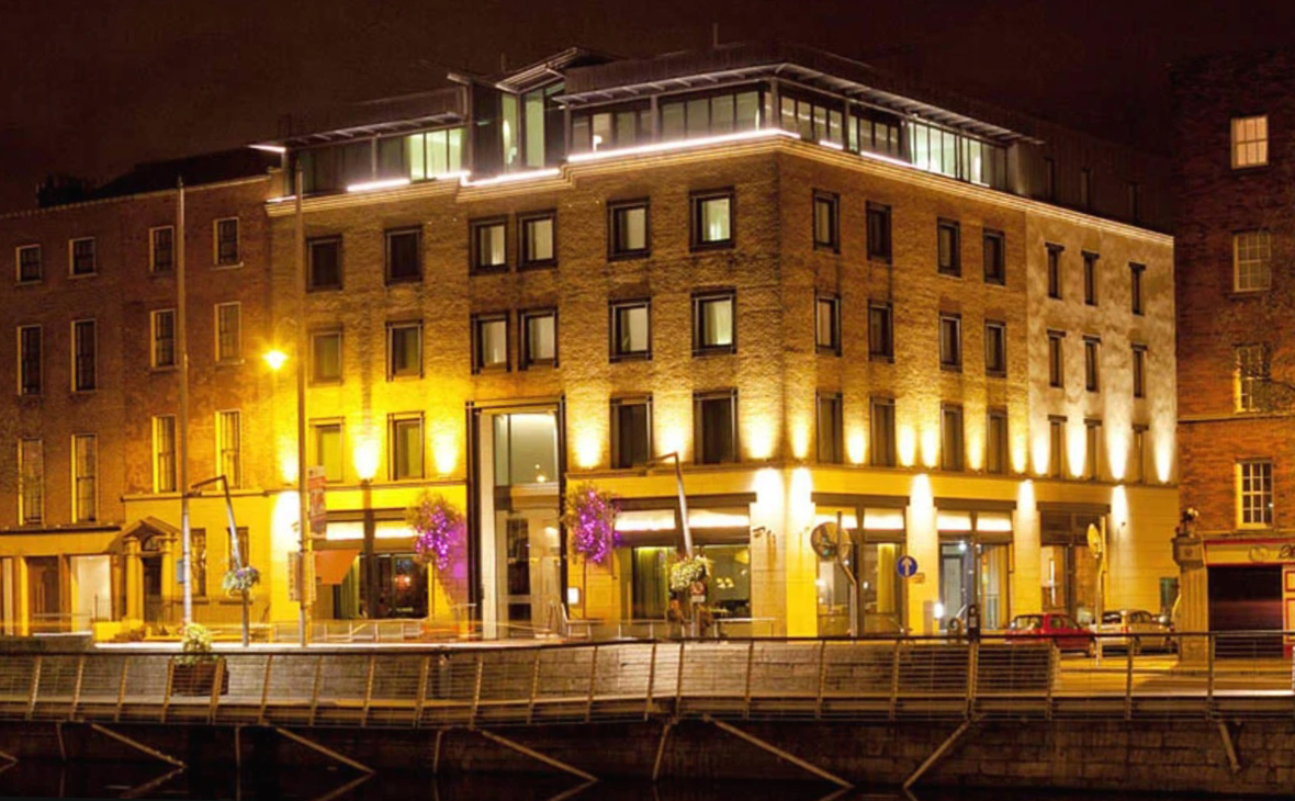 Вид на отель «Morrison» в Дублине