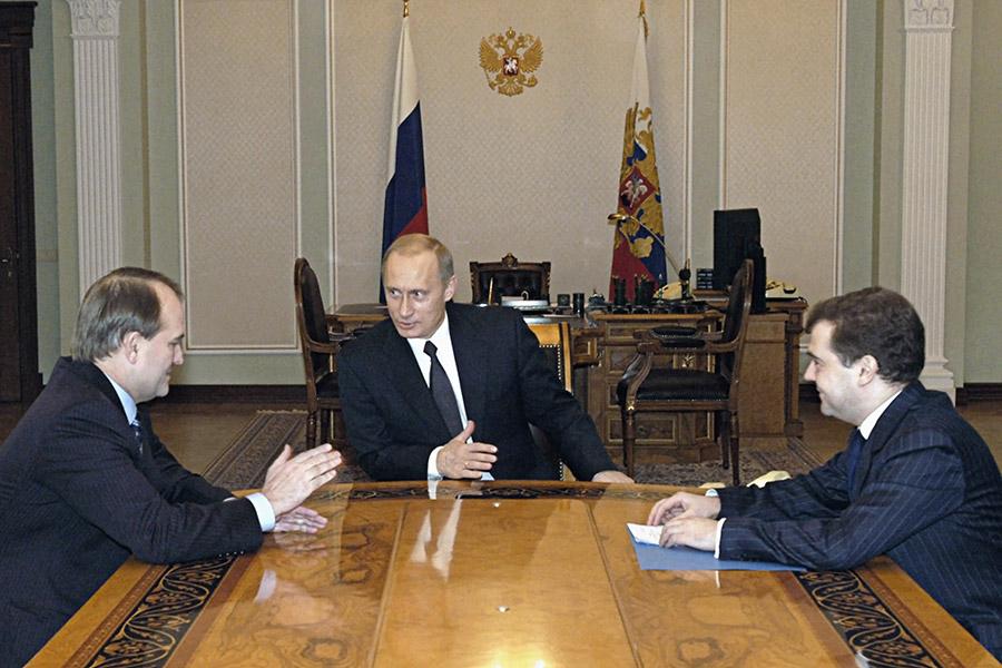 Владимир Путин, ВикторМедведчукиДмитрийМедведев