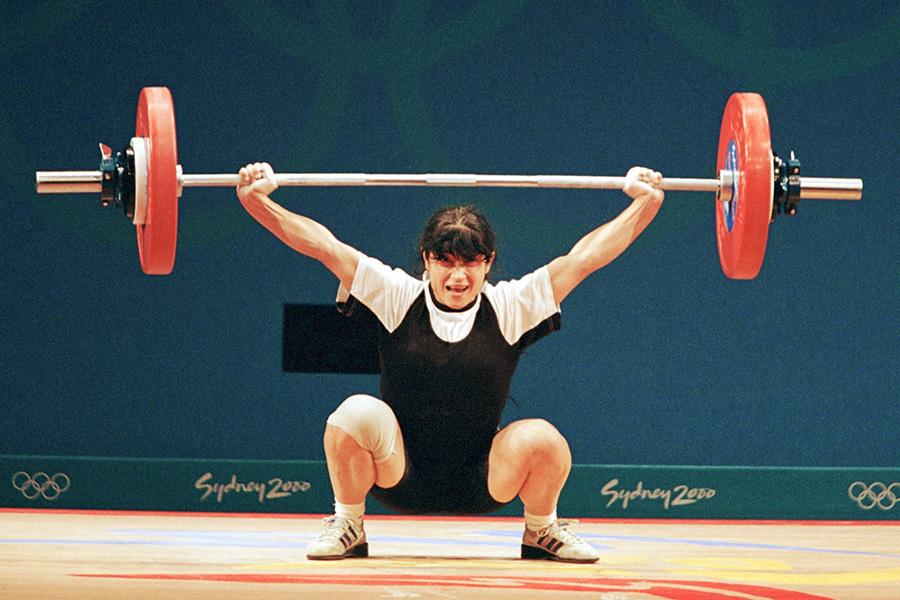 На Играх 2000 года в Сиднее разразился скандал, когда сразу трое тяжелоатлетов попались на допинге и лишились медалей. Одной из них была Изабелла Драгнева, завоевавшая золото в весовой категории до 48кг. В ее организме были обнаружены диуретики — мочегонные препараты, позволяющие снизить вес и скрыть другие запрещенные средства.