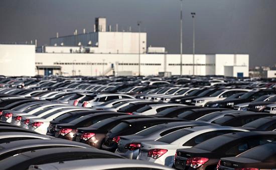 Площадка сготовой продукцией натерритории завода General Motors вСанкт-Петербурге, которыйбыло решено законсервировать в2015 году
