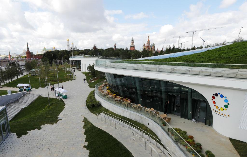 Международный конкурс на разработку архитектурной концепции парка был проведен в 2013 году, организатором выступило КБ «Стрелка». Победителем был признан международный консорциум во главе с американским архитектурным бюро Diller Scofidio+Renfro