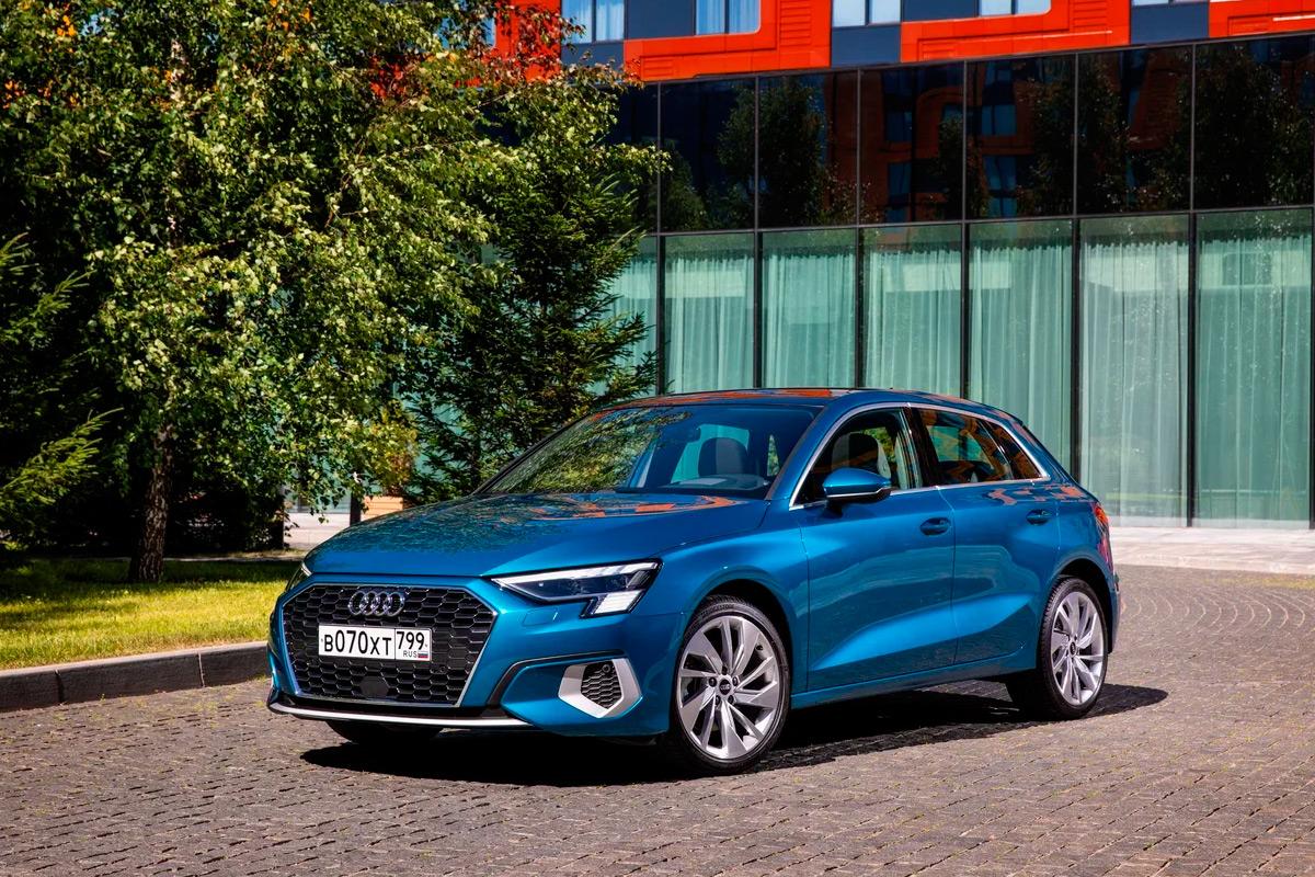 <p>Новая Audi A3 добралась до России лишь спустя год после мировой премьеры. Автомобили, как и прежде, поставляют из Германии.&nbsp;</p>