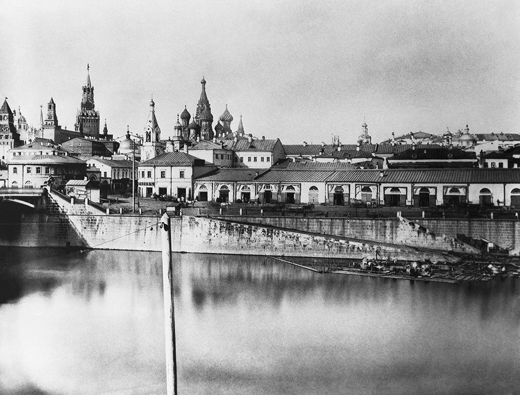 Вид на Зарядье со стороны Замоскворечья. 1884 год