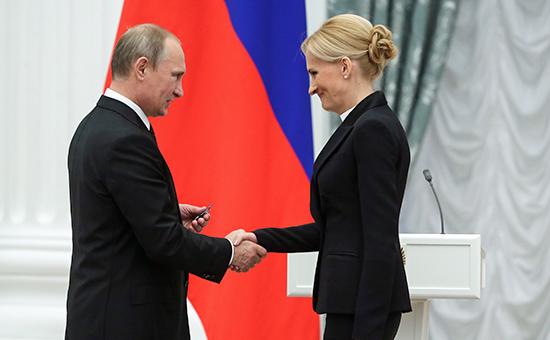 Президент России Владимир Путин ипредседатель комитета Госдумы шестого созыва побезопасности ипротиводействию коррупции Ирина Яровая. Июль 2014 года