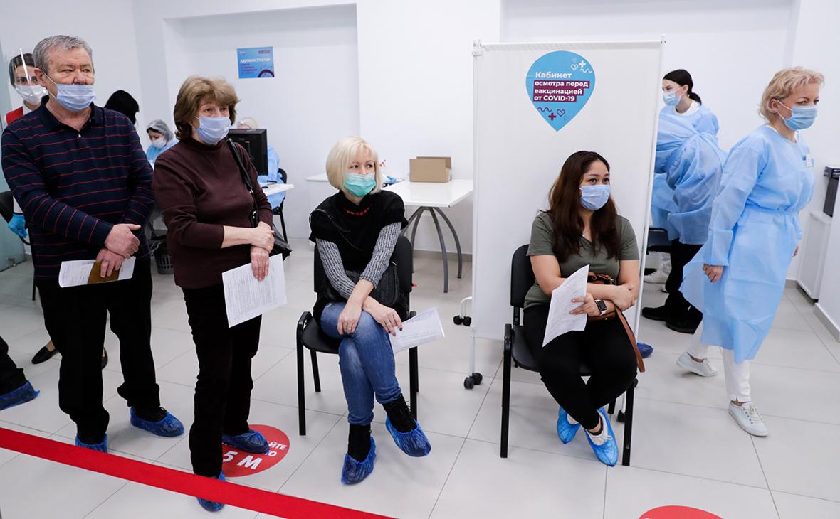 Опрос оценил страх жителей Москвы и Петербурга перед третьей волной COVID