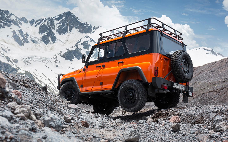 <p>От стандартного УАЗ-469 вариант &laquo;Экспедиция&raquo; отличается оранжевым цветом, силовыми бамперами и порогами, защитой рулевых тяг, &laquo;зубастыми&raquo; покрышками BF Goodrich, а также наличием электрической лебедки.</p>