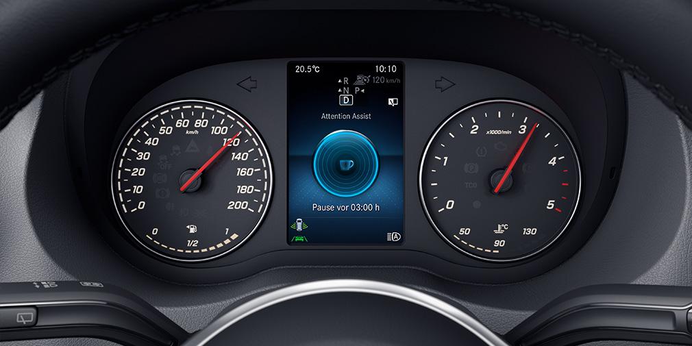 Система контроля усталости водителя оценивает манеру вождения по движениям руля на первых километрах после старта и берет за образец участия человека в управлении.