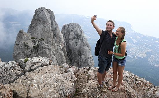 Туристы на горе Ай-Петри