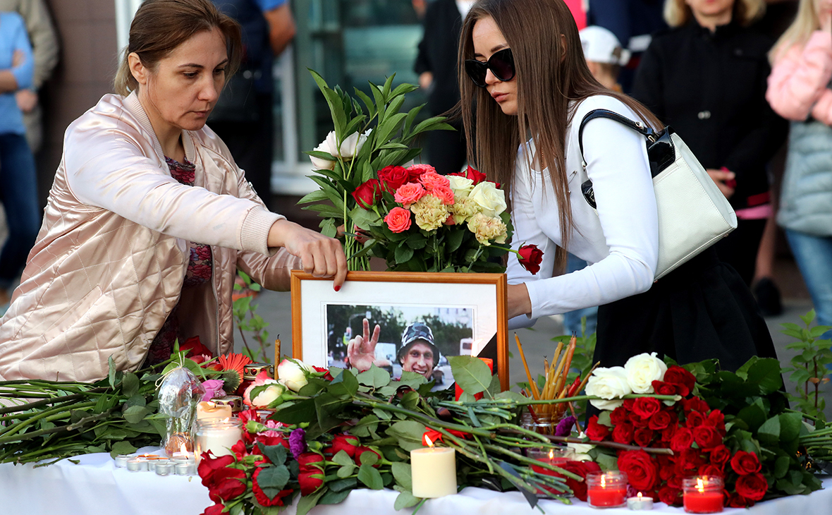 Цветы на месте гибели ветерана боевых действий Никиты Белянкина