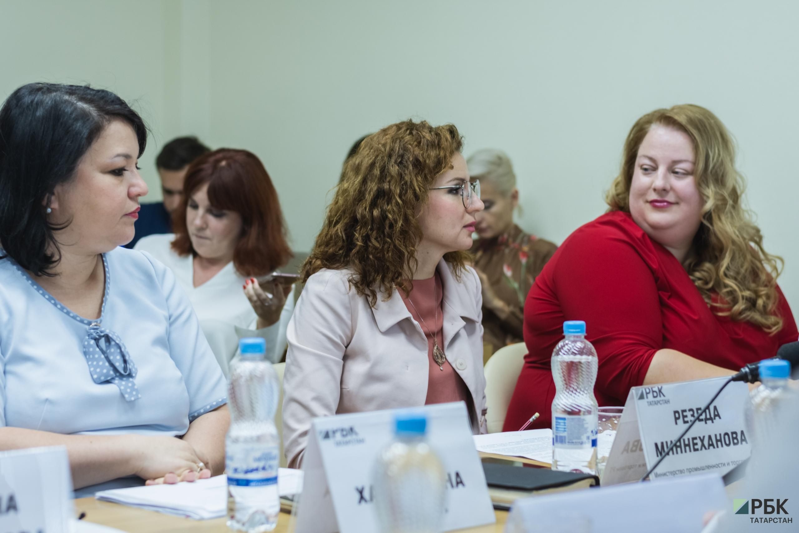 слева - направо: Алсу Хайруллина (ООО «Алкоторг»), Резеда Миннеханова (минпромторг РТ), Мария Яшенкова (агентство Bright Consulting)