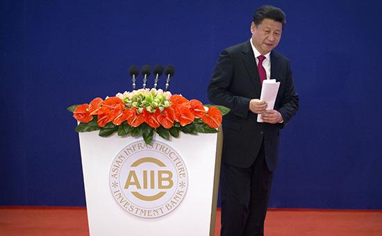 Председатель КНР Си Цзиньпин послепроизнесения речи вовремя церемонии открытия Азиатского банка инфраструктурных инвестиций (AIIB) вПекине.16 января 2016 года