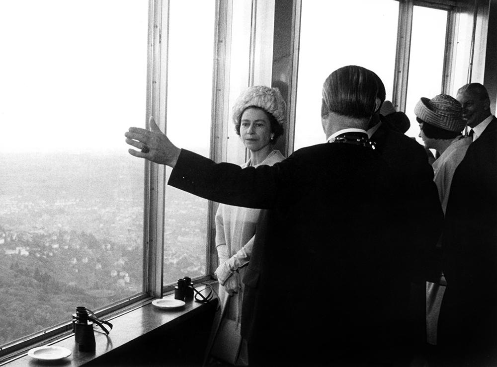Елизавета II на телебашне в Штутгарте в 1965г.