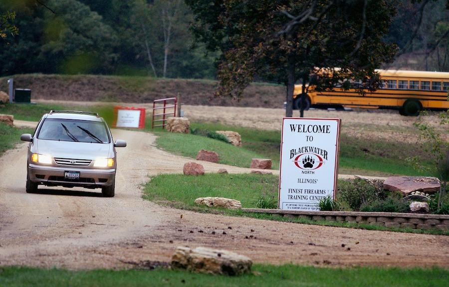 Въезд на территорию тренировочного лагеря Blackwater в Иллинойсе, 2007 год