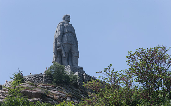 Памятник советскому воину-освободителю («Алеша») нахолме Бунарджик вПловдиве. 2015 год