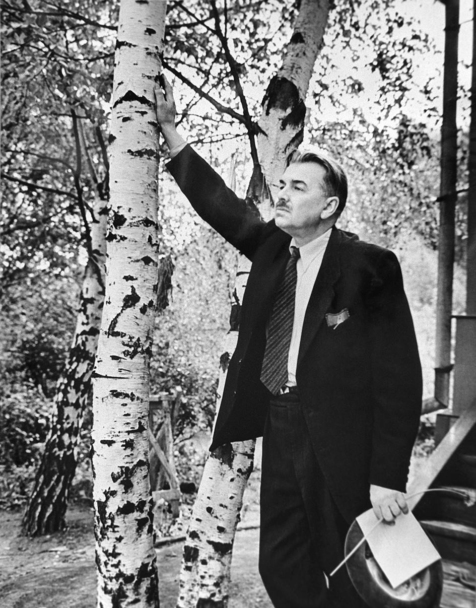 Дачный поселок Переделкино. Прозаик, драматург Леонид Леонов. 1961 год
