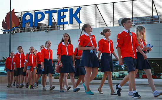 Участники смены международного детского центра «Артек». Март 2016 года