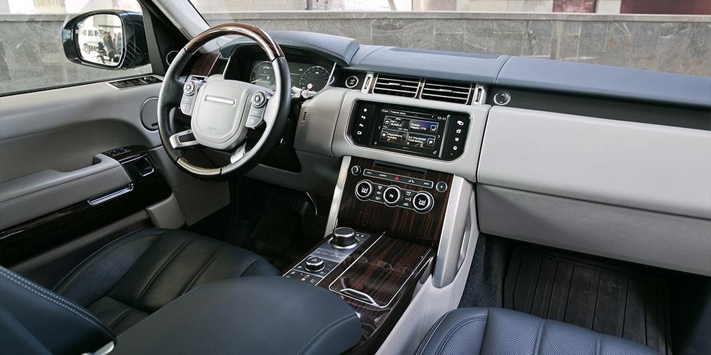 Система Dual View—фирменная опция у Range Rover. Это когданаодном мониторе водитель ипассажир видят разные изображения.