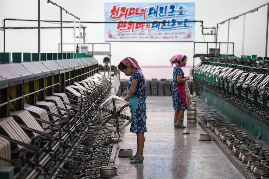 Шелковая фабрика в КНДР