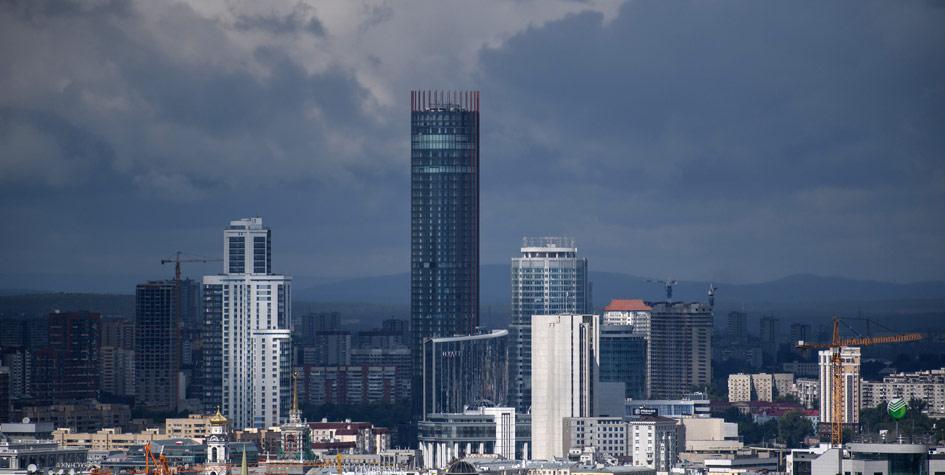Вид на деловой квартал «Екатеринбург-Сити» и небоскребы «Февральская революция» и «Исеть»