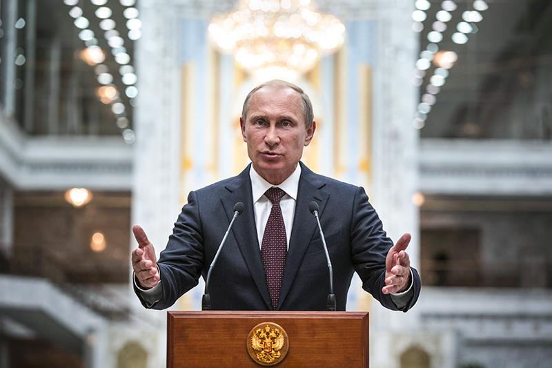 Владимир Путин, президент России:    – Что касается перспектив российско-американских связей, то мы всегда стремились к открытым, партнерским отношениям с США, однако взамен получали различные оговорки и попытки вмешиваться в наши внутренние дела.    – Теперь президент Барак Обама с трибуны Генассамблеи ООН включил «российскую агрессию в Европе» в число трех основных угроз для человечества на сегодняшний день, наряду со смертельной лихорадкой Эбола и террористической группировкой «Исламское государство». Вместе с ограничениями, введенными против целых секторов нашей экономики, подобный подход трудно назвать иначе, как враждебным.    (Из интервью сербской газете «Политика» 15 октября)