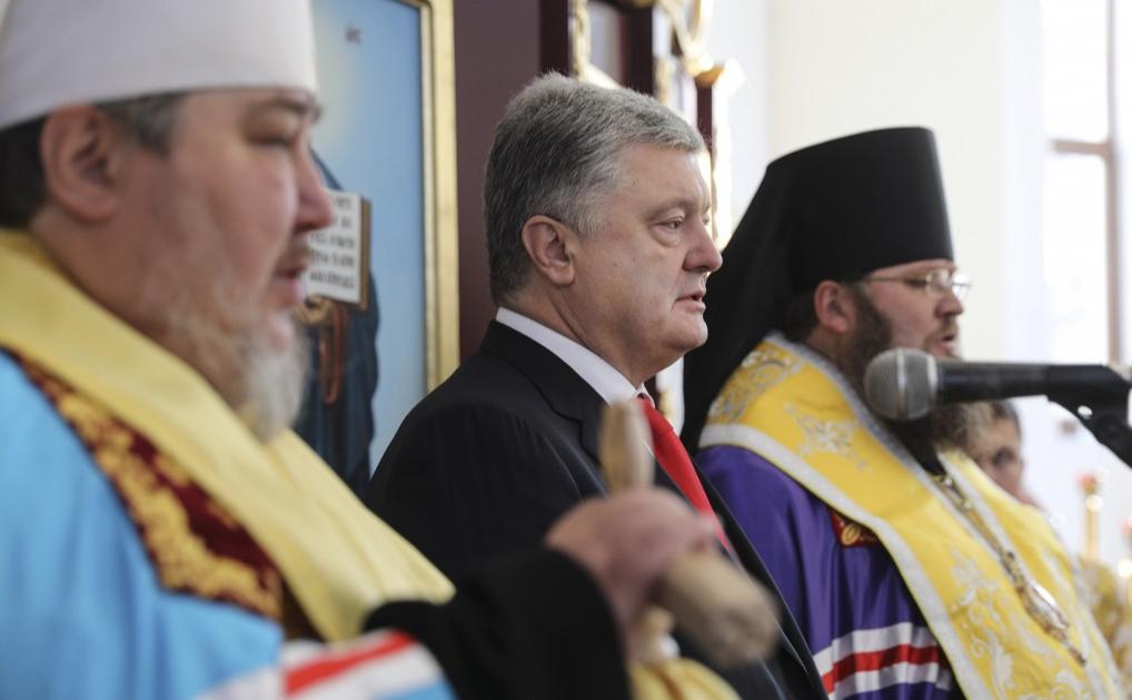 Петр Порошенко во время поездки в Хмельницкую область