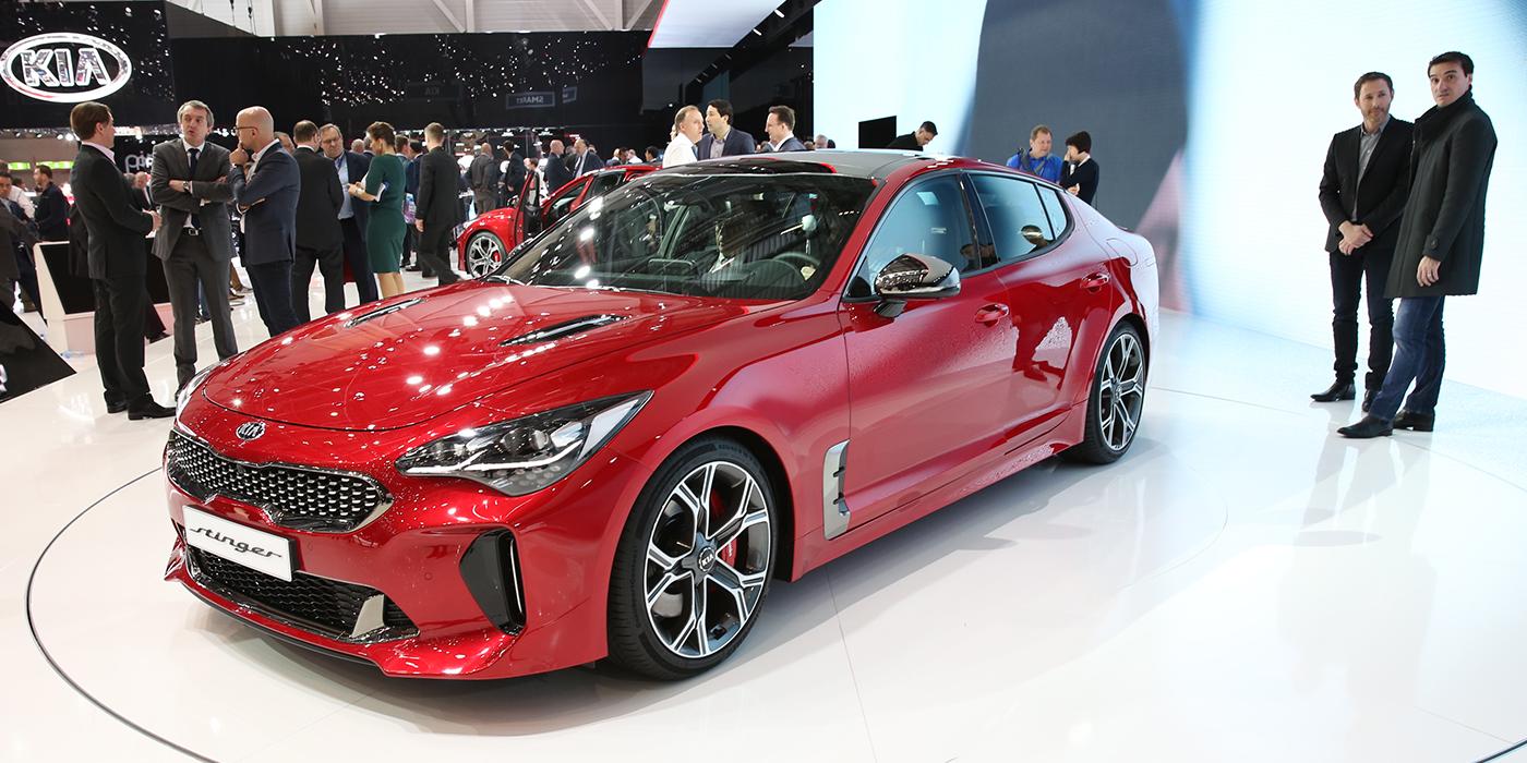 Лифтбек Stinger – самая драйверская модель корейской марки Kia. Он построен на заднеприводной платформе, но может оснащаться полным приводом. С турбомотором V6 объемом 3,3 л он разгоняется до 100 км/ч за 5,1 секундs. Специально для Европы автомобиль оснастят турбодизелем 2,2, который, как и бензиновые агрегаты, работает в паре с восьмиступенчатым «автоматом». В конце этого года или начале следующего Kia планирует вывести Stinger на российский рынок.