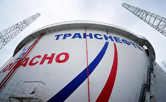 На площадке приема нефти трубопроводной системы «Восточная Сибирь – Тихий океан» в специализированном морском нефтеналивном порту «Козьмино»